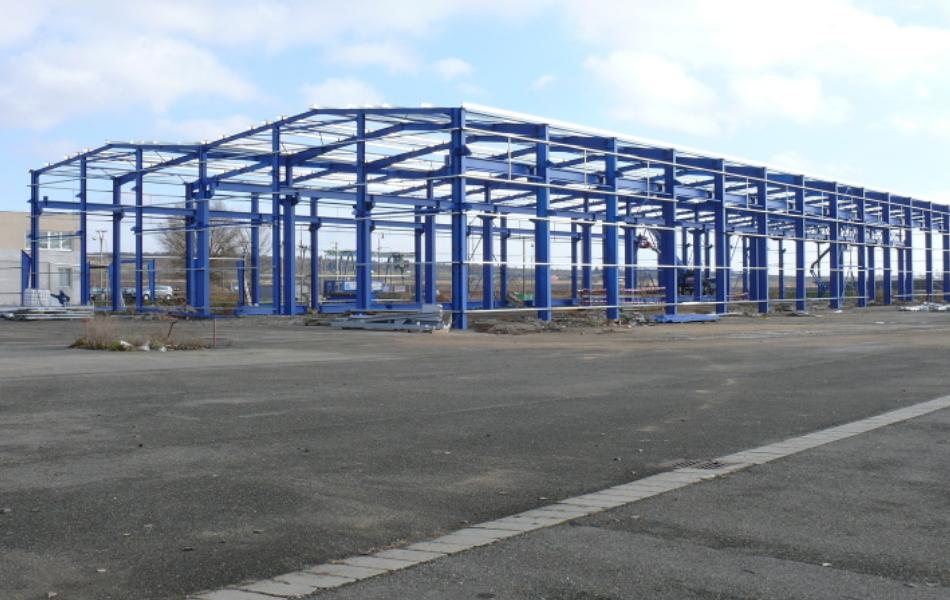 Společnost WAREX spol. s r.o. je předním českým výrobcem ocelových konstrukcí.   Realizujeme všechny typy konstrukcí - rámové, příhradové a další. Díky tomu je možné vyrobit ocelovou konstrukci optimálně podle přání zákazníka.   Ocelové konstrukce společnosti WAREX mohou být uplatněny nejen v ocelových halách, ale i jako technologické konstrukce v cukrovarech, elektrárnách, výrobních technologiích, dopravních stavbách a podobně. Ocelové konstrukce WAREX se uplatňují rovněž při stavbě budov s nosnou ocelovou konstrukcí. To mohou být stavby občanské vybavenosti, mateřské školy, bytové domy a další.